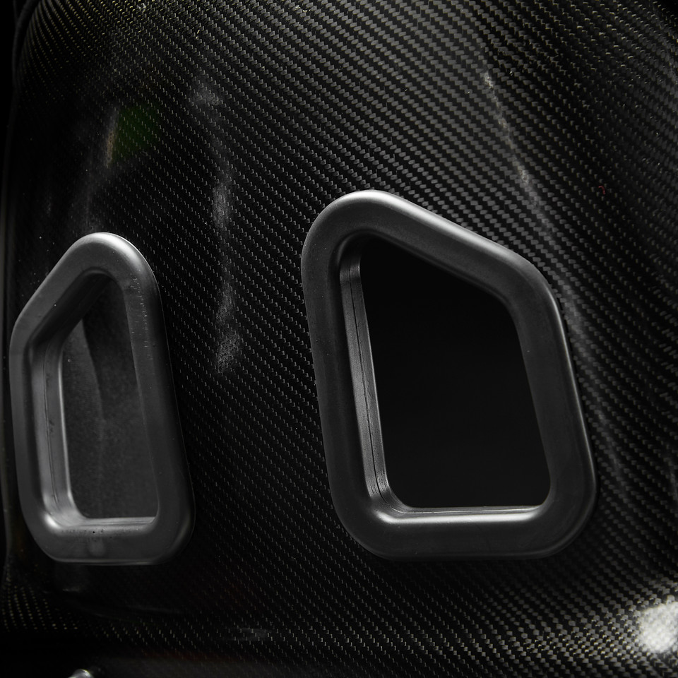 MD20 back shoulder harness holes